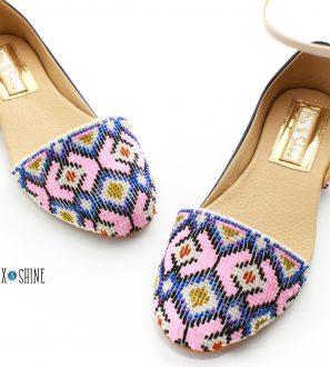 Calzado artesanal con chaquira bordada